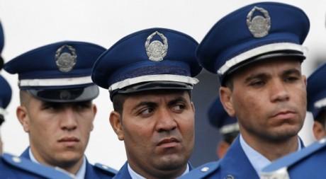 Policiers de l'académie de Ain Benian à Alger le 12 novembre 2012. REUTERS/Louafi Larbi