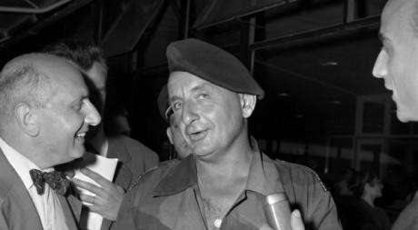 Colonel Marcel Bigeard le 7 août 1958 à l'aéroport d'Orly. UPI / AFP