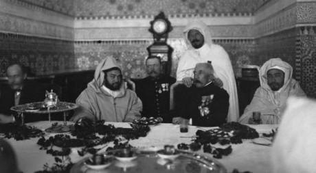 Le sultan Moulay Youssef et le Maréchal Lyautey en 1925 (Archives du Maroc)