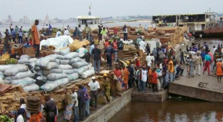 Des travailleurs congolais dans le port de Brazzaville, le 14 novembre 2007. AFP/Guy-Gervais Kitina