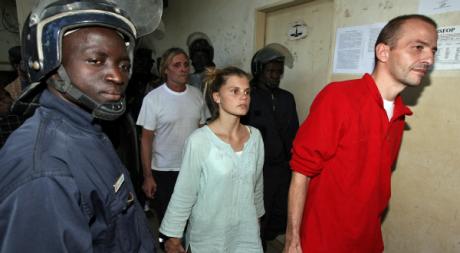 Eric Breteau et Emilie Lelouch, les deux membres principaux de l'Arche de Zoé, N'djaména, décembre 2007  © PASCAL GUYOT / AFP