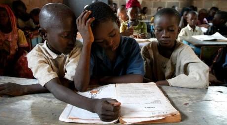 Cours de français dans une école à Bamako au  Mali le 15 juin 2005. Reuters