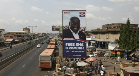 Affiche électorale du NPP (opposition), à Accra le 2 décembre 2012. REUTERS/Luc Gnago