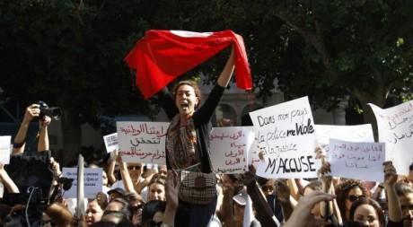 Rassemblement de soutien à la jeune Tunisienne violée devant le tribunal de Tunis. Zoubeir Souissi / Reuters