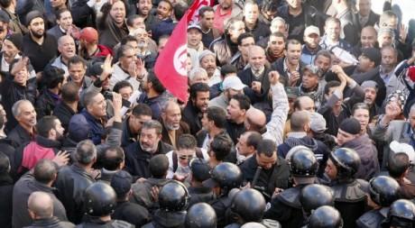 Intervention de la police lors d'une manifestation de l'UGTT, Tunis, 4 décembre 2012. © KHALIL / AFP