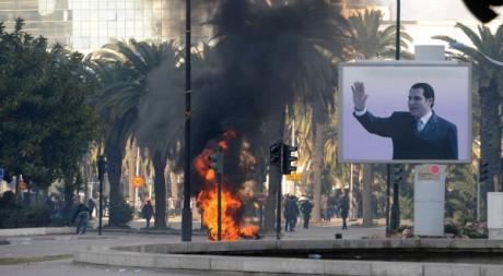Affiche de Ben Ali, aux première heures de la révolution tunisienne, janvier 2011 © FETHI BELAID / AFP