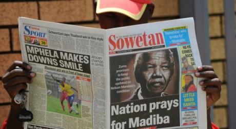 La une du Sowetan sur l'état de santé de Nelson Mandela, 10 décembre 2012. © ALEXANDER JOE / AFP