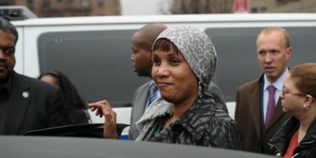 Nafissatou Diallo quittant le tribunal, New York, 10 décembre 2012. © EMMANUEL DUNAND / AFP
