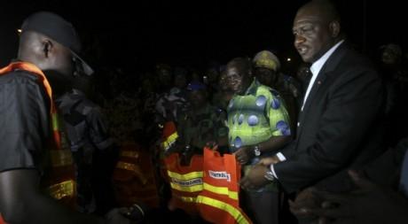 Hamed Bakayoko (à droite, en veste) , ocotbre 2012, Abidjan. © REUTERS/Luc Gnago