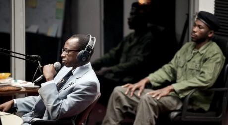 Le personnage de Kantano Habimana interprété par Diogène Ntarindwa dans la pièce Hate Radio de Milo Rau. ©Daniel Seiffert