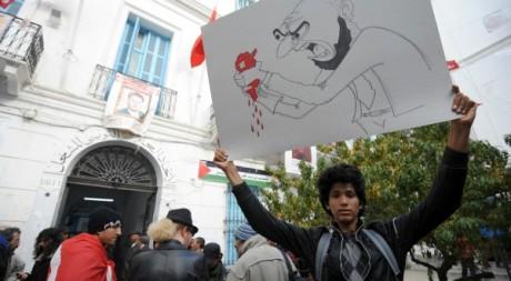 Un manifestant devant le siège de l'UGTT, Tunis, 11 décembre 2012. © FETHI BELAID / AFP