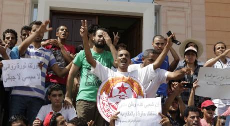 Manifestants à Sidi Bouzid, le 14 août 2012. © REUTERS/Zoubeir Souissi