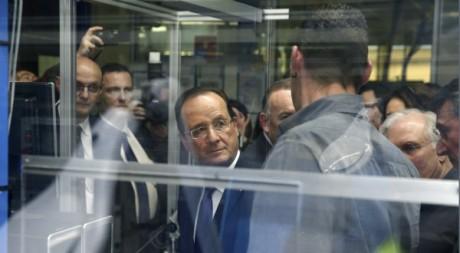 François Hollande visite une usine dans le centre el France, 17 décembre 2012. © PHILIPPE WOJAZER / AFP