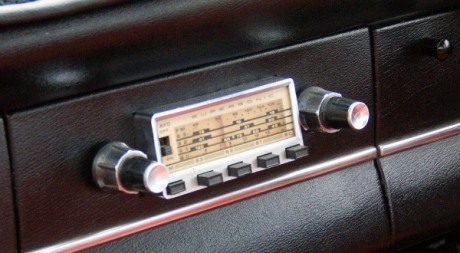 Radio AM/FM by johnrobertsheperd vi Flickr CC.