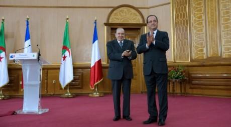 François Hollande en compagnie du président algérien Bouteflika. Le 20 décembre 2012. Reuters/Pool New