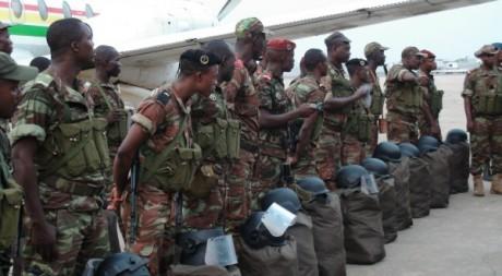 Des soldats béninois quittent Cotonou pour le Nord-Mali, 18 janvier 2013. © STR / AFP