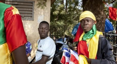 Un jeune vendeur de drapeaux maliens et français, Bamako, 24 janvier 2013. © REUTERS/Malin Palm