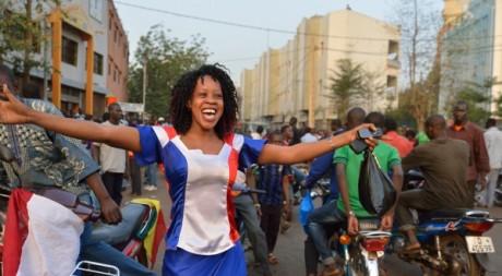 Une Malienne arborant les couleurs de la France, le 2 février 2013. © ERIC FEFERBERG / AFP