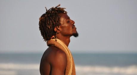 Un rasta sur la plage de Kokrobite, près d'Accra. DR