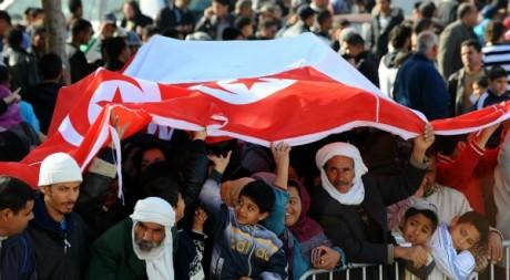 Des Tunisiens, au début de la révolution du jasmin, décembre 2011. © FETHI BELAID / AFP