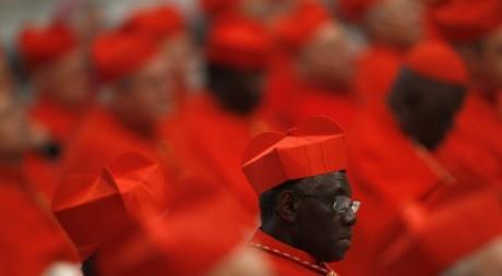 Des cardinaux lors d'une cérémonie à Saint-Pierre le 18 février 2012. REUTERS/Tony Gentile