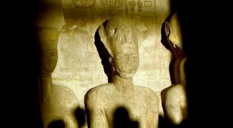 Une statue de Ramsès II à Abou Simbel, 2002. KHALED DESOUKI / AFP