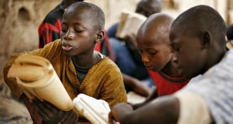 Des élèves d'une école coranique de Pikine, près de Dakar © mai 2008. © REUTERS/ Finbarr O'Reilly