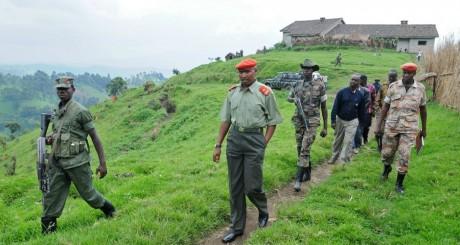 Le général Bosco Ntaganda et son escorte, à Kabati, janvier 2009. © LIONEL HEALING / AFP