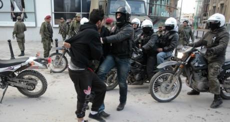 Manifestation devant le ministère de l'Intérieur à Tunis, le 8 février 2013. REUTERS/ Zoubeir Souissi