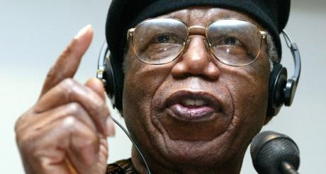 Chinua Achebe lors d'une conférence à Francfort, le 12 octobre 2012. Ralph Orlowky/Reuters