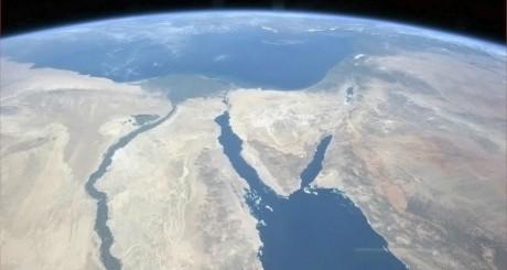 Photo satellitaire du Nil et de la péninsule du Sinai / REUTERS/CSA/Col. Chris Hadfield/Handout