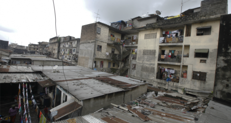 Le quartier d'Adjamé à Abidjan, juin 2012 / REUTERS
