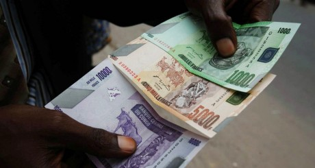 Billets congolais. REUTERS/Jonny Hogg