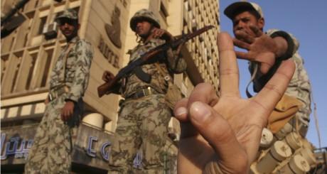 Soldats de l'armée égyptienne, Le Caire, 31 janvier 2011. REUTERS/Suhaib Salem