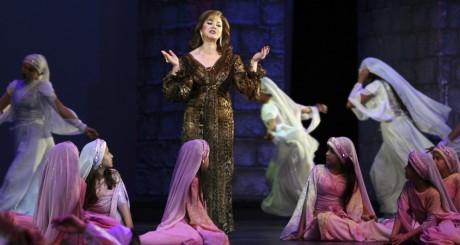 La chanteuse syrienne Mayada Al-Hinawi à l'Opéra de Damas. REUTERS/Khaled al-Hariri