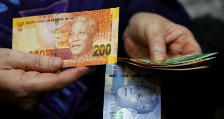 Nouveaux billets en Afrique du Sud.  REUTERS/Siphiwe Sibeko