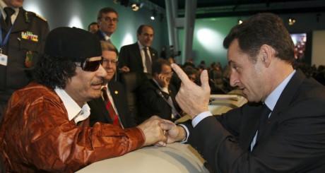 Nicolas Sarkozy et Mouammar Kadhafi, en 2007 à Lisbonne / REUTERS