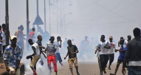 Des manifestants dispersés par la police, Conakry, 25 avril 2013 / AFP