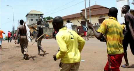 Heurts dans les rue de Conakry le 24 mai 2013. REUTERS/Saliou Samb