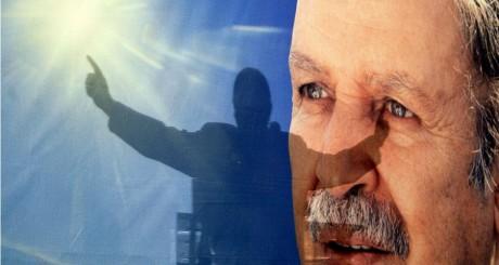 Affiche électorale à l'effigie d'Abdelaziz Bouteflika, Mars 2004. REUTERS/Zohra Bensemra