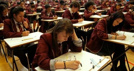 Etudiants pendant un examen / REUTERS
