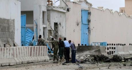 L'entrée du bureau du PNUD à Mogadiscio, 19 juin 2013 / Reuters