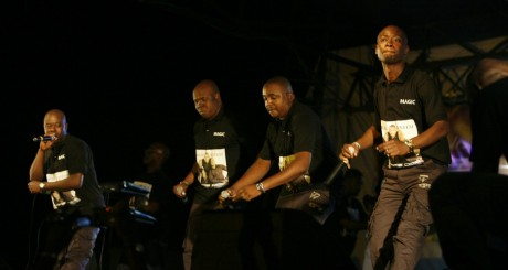Le groupe ivoirien Magic System en concert, Bouaké, septembre 2007 / Reuters