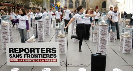 Activistes de Reporters Sans Frontières à Paris, 2010 / REUTERS