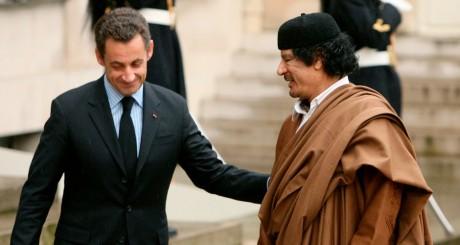 Nicolas Sarkozy et Mouammar Kadhafi, à l'Elysée, décembre 2007 / Reuters