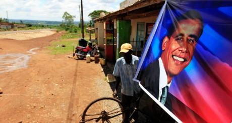 Poster à l'effigie de Barack Obama dans le village de ses ancêtres au Kenya. REUTERS/Thomas Mukoya
