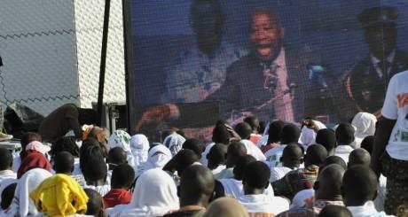 Des pro-Gbagbo écoutant un discours de leur leader, en 2010 à Abidjan / AFP