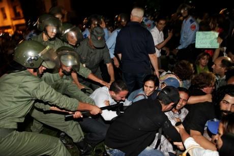 Manifestation contre la grâce royale à Rabat, le 2 août 2013.  REUTERS/Stringer