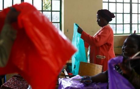 Atelier de femmes, le 23 avril 2013, à Nairobi. REUTERS/Darrin Zammit Lupi