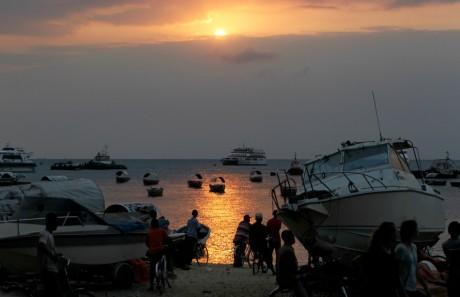 Coucher de soleil, le 19 juillet, à Zanzibar . REUTERS/Thomas Mukoya